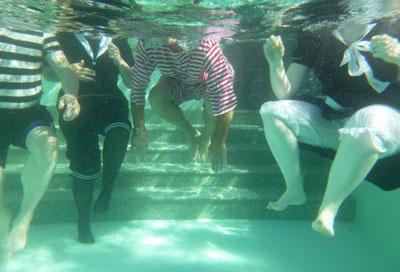 http://rivercrossinginc.tripod.com/pictures%20cruise/underwater_victorians.jpg
